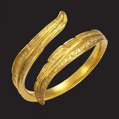 Anel IXIA. Disponível em Ouro 18K, Prata e Gold Plated. Anel Regulável, adapta-se a todos os tipos de dedos. Larg: 0,4 cm
