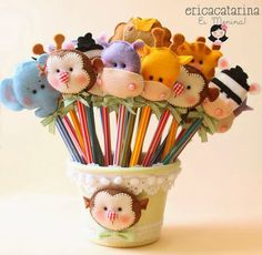 love these pencil toppers Kids Crafts, Diy And Crafts, Craft Projects, Projects To Try, Diy Y Manualidades, Pencil Toppers, Felt Patterns, Felt Fabric, Fabric Dolls