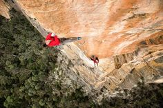 The Team Red in action again. If you saw one of my previous posts the guys were not just hanging around on the wild belay. Here is @zach_ enjoying the exposure high up on Black Rose at Hanging Rock Blue Mountains