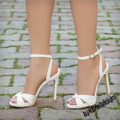 5 Seductive Clever Ideas: Trendy Shoes Slip Ons valentino shoes new.Chanel Shoes Casual new balance shoes classic. Balenciaga Shoes, Valentino Shoes, Chanel Shoes, Trendy Shoes, Cute Shoes, Steve Madden Schuhe, Yeezy Outfit, Latest Shoe Trends, Yeezy Shoes