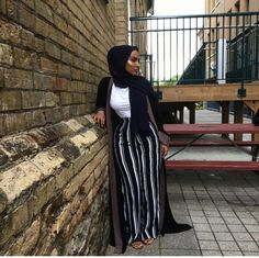 modest clothes for women . Modest Fashion Hijab, Modern Hijab Fashion, Muslim Women Fashion, Street Hijab Fashion, Hijab Fashion Inspiration, Islamic Fashion, Mode Inspiration, Fashion Black, Mode Outfits