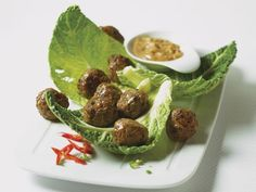 Hackfleischbällchen mit Dip ist ein Rezept mit frischen Zutaten aus der Kategorie Fingerfood. Probieren Sie dieses und weitere Rezepte von EAT SMARTER!