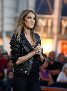 Celine Dion - Celion Dion Stops by the 'Extra' Set