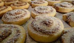 Jednoduchá vosí hnízda s oříšky, skořicí a rumem Cupcake Recipes, My Recipes, Sweet Recipes, Baking Recipes, Cookie Recipes, Dessert Recipes, Albanian Recipes, Bosnian Recipes, Croatian Recipes