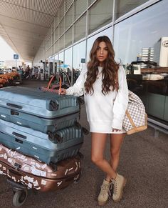 Bermuda and LA - Negin Mirsalehi ( ) Airport Travel Outfits, Airport Style, Comfy Airport Outfit, Travelling Outfits, Airport Attire, Casual Fall Outfits, Holiday Outfits, Cute Outfits, Celebrity Casual Outfits