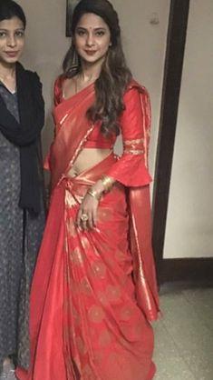 Saree Blouse Neck Designs, Fancy Blouse Designs, Stylish Blouse Design, Salwar Designs, Saree Trends, Elegant Saree, Jennifer Winget, Indian Designer Outfits, Indian Beauty Saree