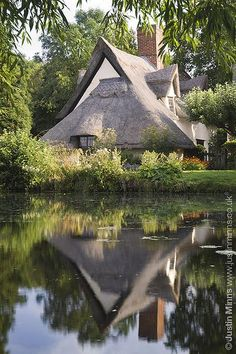 England: Bridge Cottage, Flatford, UK.