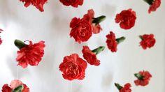 Neilikkaverho | lasten | lapset | idea | askartelu | kädentaidot | käsityöt | kukkakimppu | asetelma | kesä | juhlat | karnevaalit | summer | party| carnivals | DIY | ideas | kids | children | crafts | home | flowers | Pikku Kakkonen