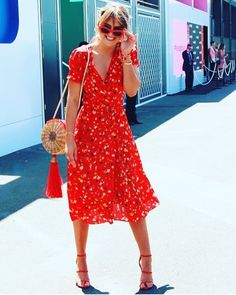 "428 curtidas, 8 comentários - WAIWAI (@waiwai.rio) no Instagram: ""@stephclairesmith Rocking her Balaio Bag at Kennedy Oaks Day! #redobsession #waiwairio"""