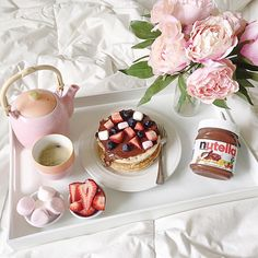 Like is the most meal of the day ! Breakfast In Bed, Perfect Breakfast, Yummy Treats, Sweet Treats, Yummy Food, Cocoa Drink, Sleepover Food, Good Morning Coffee, Lazy Morning