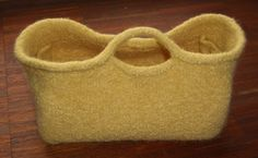 knitted felt basket/bag. free pattern.