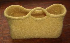 knitted felt basket/bag. free pattern.