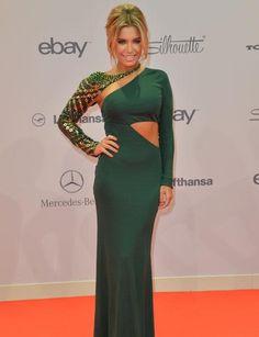 Für ihren Besuch wählte Sylvie ein bodenlanges, smaragdgrünes Kleid mit sexy Cut-Outs
