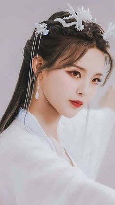 Beautiful Chinese Girl, Very Pretty Girl, Art Anime, China Girl, Traditional Fashion, Traditional Chinese, Female Character Design, Japan Girl, Brunette Beauty