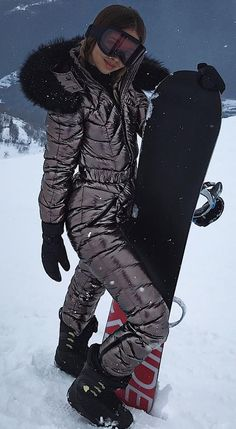 Down Suit, Winter Suit, Puffy Jacket, Canada Goose Jackets, Skiing, Winter Fashion, Overalls, Sexy Women, Bomber Jacket