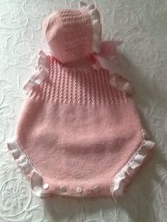 18 Ideas baby clothes for girls hats for 2019 Baby Girl Patterns, Baby Knitting Patterns, Knitting Designs, Knit Baby Dress, Knitted Baby Clothes, Knitted Hats, Knitting For Kids, Crochet For Kids, Baby Set