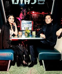 Camila Mendes and Cole Sprouse Riverdale Netflix, Riverdale Archie, Riverdale Cast, Cole Sprouse Jughead, Cole M Sprouse, Betty Cooper, Alice Cooper, Veronica, Archie And Betty