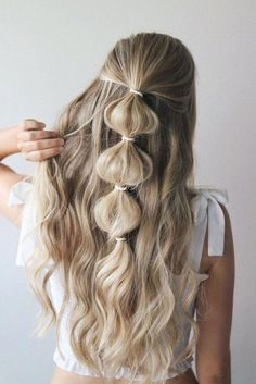 festival hairstyles you have to try | bubble pony | half up hair #braidedhairstyles Hair 2018, Different Hairstyles, Girl Hairstyles, Hairstyles 2018, Summer Hairstyles, Easy Prom Hairstyles, Cute Quick Hairstyles, Wedding Hairstyles, Simple Hairstyles For Long Hair