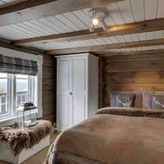 Love it❤️❤️❤️ Ha en fin torsdag☺️☔️ Log Home Interiors, Cottage Interiors, Cabin Homes, Log Homes, Cottage Design, House Design, Style Deco, Cabins And Cottages, Cozy House