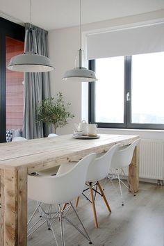 Inspiration salle à manger contemporaine.  Ici, un #parquet clair pour plus de luminosité