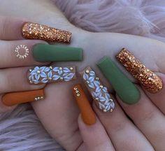 Más ideas de uñas decoradas para este otoño en Trucos Trucos #Nails #Uñas #Manicura Gorgeous Nails, Pretty Nails, Cute Acrylic Nail Designs, Fall Acrylic Nails, Fire Nails, Manicure E Pedicure, Glam Nails, Fall Nail Colors, Orange Nails