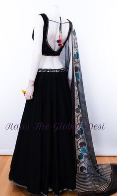 chaniya choli for garba Indian Fashion Dresses, Indian Gowns Dresses, Dress Indian Style, Indian Designer Outfits, Indian Outfits, Fashion Outfits, Indian Clothes, Indian Attire, Pakistani Dresses