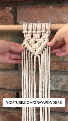 DIY Easy Macrame Wall Hanging DIY Easy Macrame Wall Hanging Gray Wonders graywonders Macrame Videos This is a little example on how to create a nbsp hellip home decor ideas crafts wall hangings Macrame Design, Macrame Art, Macrame Projects, Diy Projects, How To Macrame, Micro Macrame, Project Ideas, Macrame Wall Hanging Patterns, Macrame Plant Hangers