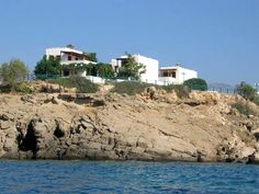 #Akrotiri #Apartments at #Makrigialos, #Crete, simple and attractive apartments are set on the edge of a strip of land ... http://www.superbgreece.com/hotel/akrotiri-apartments-makrigialos