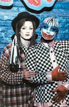 Boy George with style icon and renowned club kid Leigh Bowery. Club Fashion, Queer Fashion, Michael Alig, Leigh Bowery, Boy George, George Lee, Culture Club, Pop Culture, Blitz Kids