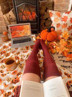 Halloween Home Decor, Halloween House, Fall Home Decor, Fall Halloween, Halloween Party, Halloween Decorations, Classy Halloween, Fall Dates, Fall Bedroom