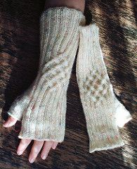Both the German and English pattern are now available as free ravelry download.