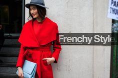 Cálido rojo aurora ¡déjate conquistar! http://chezagnes.blogspot.com/2016/11/pantone-aurora-red.html  #aurorared #rojo #fashion #moda #pantone #streetstyle