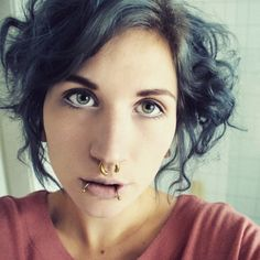 tried again some curls with bendy rollers - i'm just in love, it looks so natural and it's so easy! :) #bendyrollers #wokeuplikethis #curlyhair #greyhairdontcare #grannyhair #greyhair #greyhairhero #goldenpiercing #eyebrows #makeup #whiteeyeliner #whitekohl #saturdaymorning #stretchedseptum #portrait #greeneyes #alternativegirl #like4like #picoftheday #instalike #papilotten #messyhair
