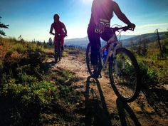 Get your bike on! When you are looking for a good workout, there are plenty of health benefits for mountain biking and tips take can help you get better.