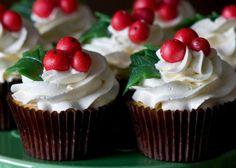 Ιδανικο για τα Χριστουγεννιατικα cupcake μας!!!    Για το frosting βανίλιας      Υλικά    450 γρ. άχνη ζάχαρη  170 γρ. Βιτάμ μαργαρίνη, σε θερμοκρασία δωματίου  2 κ.σ. γάλα  ½ κ.γ. εσάνς βανίλιας (ή σκόνη βανίλια διαλυμένη σε νερό)    Εκτέλεση    Χτυπάμε τη μαργαρίνη στο μίξερ μέχρι να