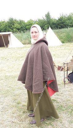 Cappa, brown and red wool cloth tags: Mittelalter, medieval, reenactment, living history, Gewandung, Mantel