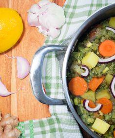 Vegan Stew - check it out at veganosbrasil.com Vegan Stew, Cobb Salad, Cantaloupe, Fruit, Check, Food, Brazil, Recipes, Vegans
