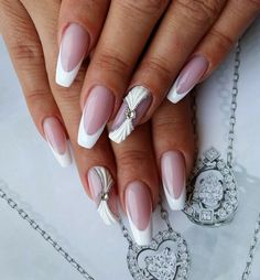 French tip nails are chic, delicate and gorgeous. It is a classic nail art design type, in recent years it has become the trend of nail art design. The history of French tip nails was first used by French models to make them look clean and beautiful. French Tip Nail Designs, French Tip Nails, Nail Art Designs, Bridal Nails Designs, Classic Nails, Manicure Y Pedicure, Sexy Nails, White Nails, Wedding Nails