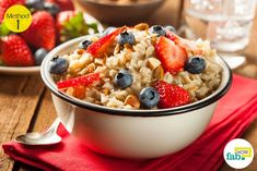How Many Carbs In Oatmeal?Uses and health benefits of oatmeal .few tips to prepare oatmeal. Calories in oatmeal.side effects of eating oatmeal Dieta Fodmap, Fodmap Diet, Low Fodmap, Ulcer Diet, Hungry Girl Recipes, Homemade Oatmeal, Cholesterol Lowering Foods, Cholesterol Levels, Cholesterol Symptoms