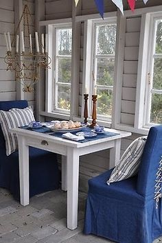 A breakfast nook gives every day a blue sky!