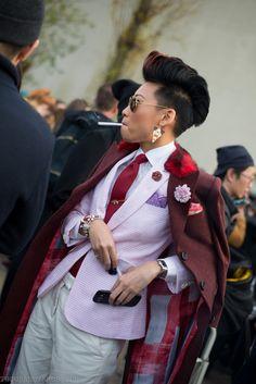 smoke break before Dior, Esther Quek, Paris Men's Fashion Week Butch Fashion, Androgynous Fashion, 70s Fashion, Look Fashion, Fashion Outfits, Fashion Ideas, Estilo Dandy, Estilo Tomboy, Mens Fashion Week