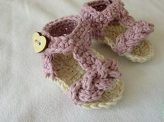 How to crochet pretty baby summer sandals. This tutorial will show you how to crochet pretty baby summer sandals shoes flip flops. This tutorial is suitable for beginners. For size 0 - 3 months use a crochet hook For size 3 - 6 months use a . Crochet Gloves, Crochet Slippers, Baby Patterns, Crochet Patterns, Crochet Tutorials, Crochet Projects, Crochet Baby Sandals, Crocodile Stitch, Crochet Headband Pattern