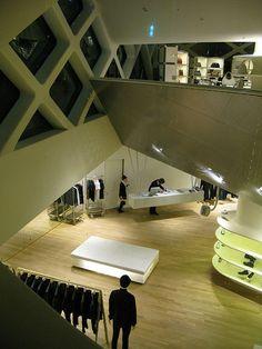 Prada store by Herzog & De Meuron, Tokyo . it's very curious inside. Prada, Japanese Lifestyle, Retail Interior Design, Retail Space, Shop Interiors, Reading Room, Visual Merchandising, Store Design, Modern Architecture