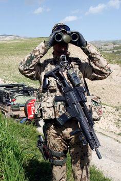 Auf dem Bild sehen Sie einen ISAF Soldaten der mit dem G36K A1 mit EoTech Visier, dem LLM01 und Sturmgriff ausgerüstet ist