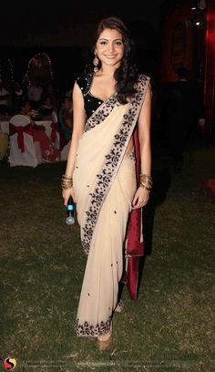Anushka Sharma sari