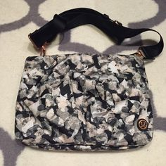 Lululemon hip to be bag Hip to be bag in excellent condition. Can wear crossbody or as a fanny pack. Great for travel or festivals! No stains or rips. No trades please lululemon athletica Bags Crossbody Bags