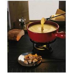 La fondue savoyarde est un plat régional de la gastronomie française à base de fromage fondu et de pain, traditionnel des Pays de Savoie.