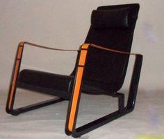 """Jean PROUVE - Paire de fauteuils en taule d'acier plié , assise et dossier en cuir noir , accoudoirs formés par des courroies de cuir naturel - Modèle """"Cité"""" Edition VITRA 2002"""