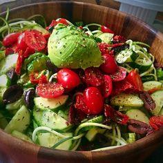 Late lunch salad #yumm Romaine, zucchini noodles, avocado, cherry tomato, sun dried tomatoes, calamata olives, cucumbers, pumpkin seeds, dried thyme and lemon juice #lunch #easyrecipe #vegan #rawvegan #fruitarian #paparoxi