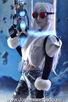 @CosplayMoni as Miss Freeze